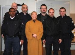 Maître Shi Heng Jun avec les disciples policiers de Paris