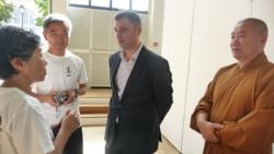 Maître Shi Heng Jun avec l'adjoint au Maire de Paris 4